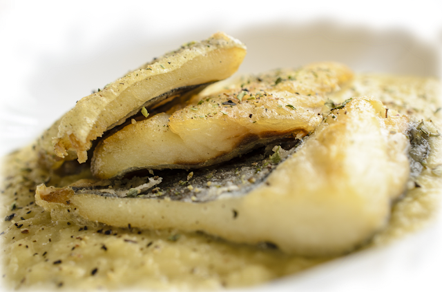Bacalao con salsa de manzana; cod and apple sauce