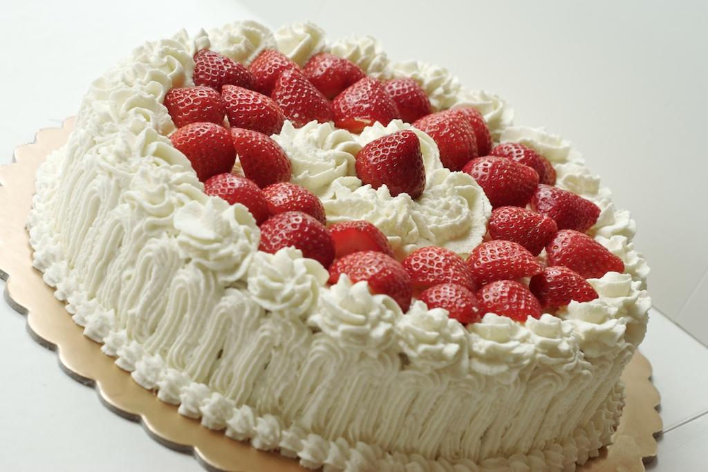 Strawberry Cream Cake Recipe   Dishmaps