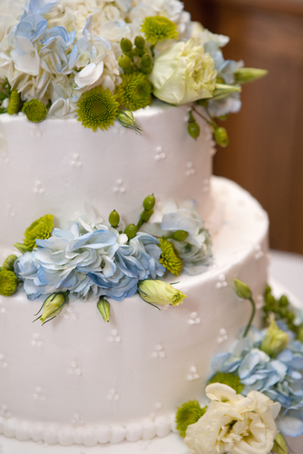 Simple Cake With Real Flowers For Decoration