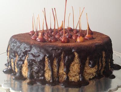 http://lezzetlisanatlar.blogspot.com/2012/11/cikolata-soslu-findikli-kek.html