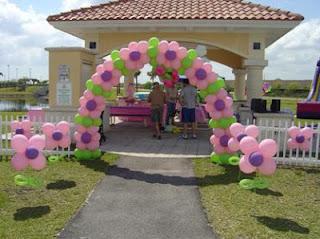 Como adornar el patio con globos el jardin con globos for Ideas para decorar el patio de mi casa