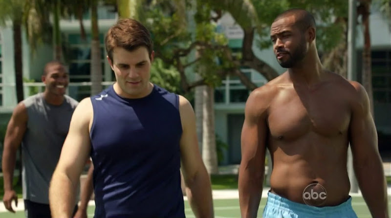 Isaiah Mustafa Shirtless in Charlie's Angels s1e07