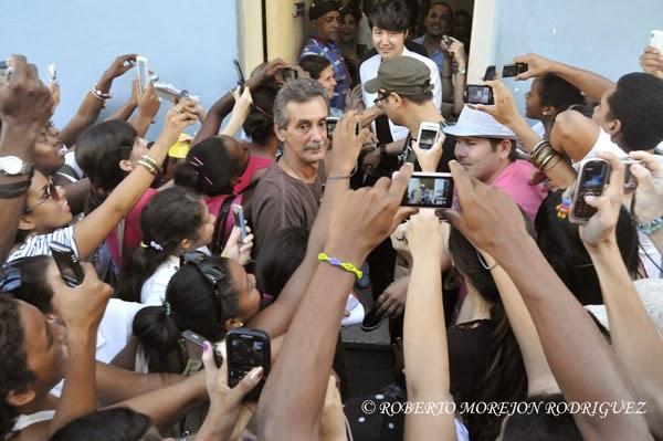 """Yoon Sang Hyun, actor de Corea del Sur, conocido por la afición cubana por su actuación en el dorama  """"Mi Bella Dama"""", a su salida del Canal Habana, en la capital de Cuba, el 1 de noviembre de 2013."""