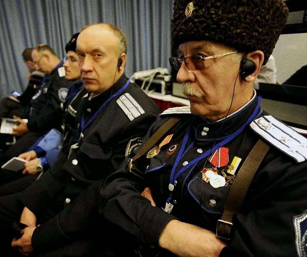 Saudosistas da velha URSS não se sabe por que 'de direita' engrossaram o evento pro-Putin 'cristão' no Foro Internacional Conservador de São Petersburgo.