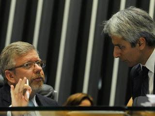 O presidente da Câmara dos Deputados, Marco Maia, conversa com o deputado Alessandro Molon.