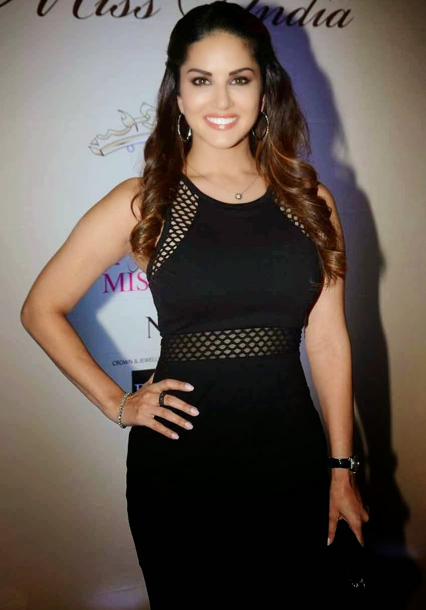 Sunny Leone Latest hot Photos At Femina Miss India Bash 2015