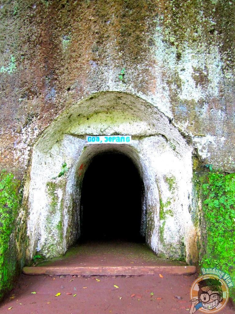 pintu masuk goa Jepang Taman Hutan Raya Djuanda