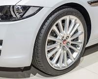 Noul Jaguar XE echipat cu anvelope Dunlop