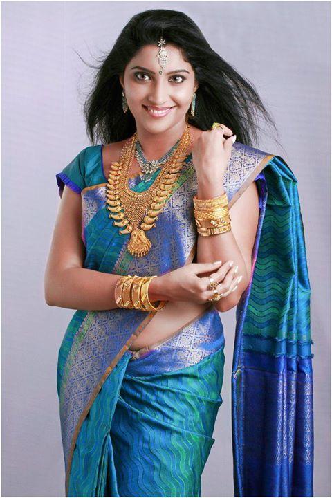 vaigha latest hot photos in saree mallufun