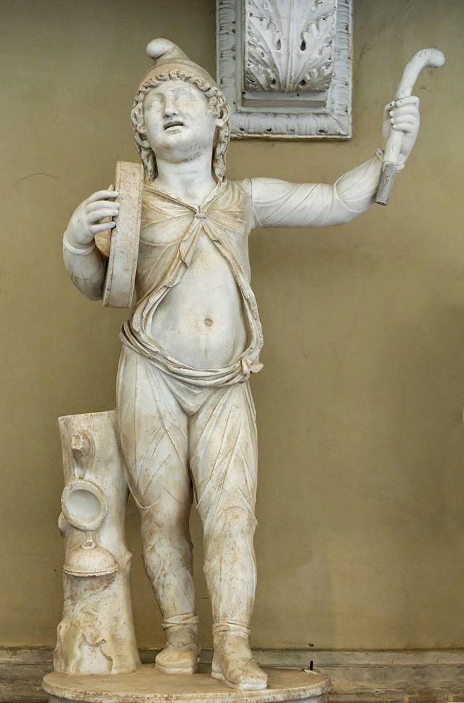 Atis ejecutando una danza en el culto a Cibeles. Estatua romana de mármol de época imperial. Museo Chiaramonti, Museos Vaticanos