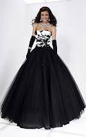 Елегантен кренолин в черно-бяло, с разкошна пола и дълги ръкавици, дизайн Tiffany