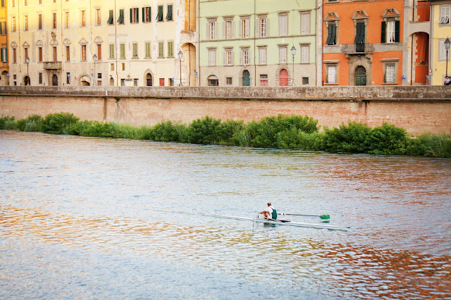 pisa arno river rower
