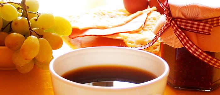 hot news blog wir bloggen wow kalter kaffee und heisse tasse wasser mit vitamin c wozu. Black Bedroom Furniture Sets. Home Design Ideas