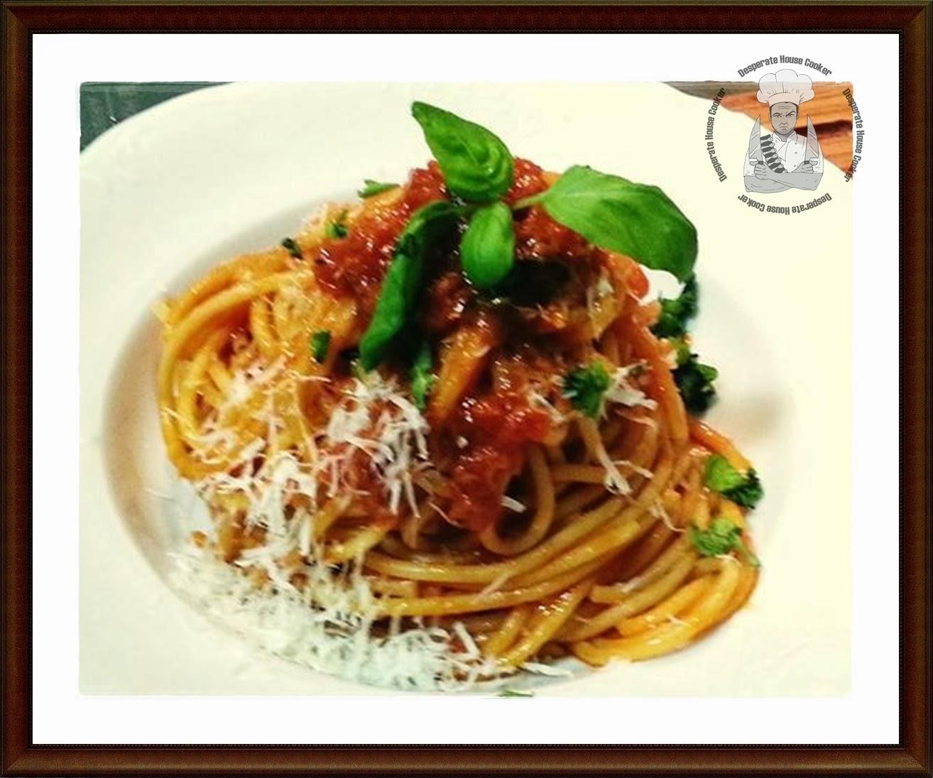 pastasutta, pasta cunscia, pasta bissa.......ovvero gli spaghetti al pomodoro!!!!