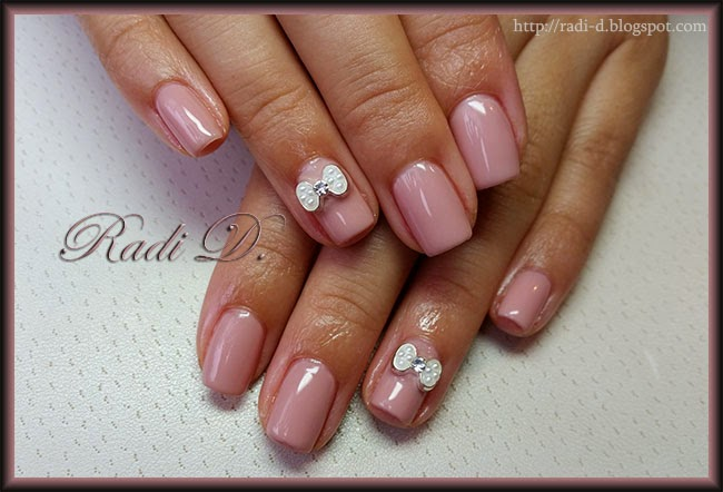 It`s all about nails: Nude colour with bow nail jewel