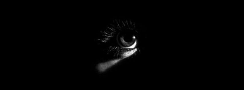Une couverture facebook obscurité yeux