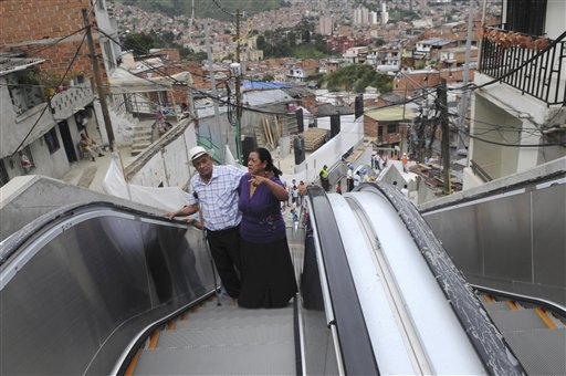 Ekskalator Buat Penduduk Setinggan di Comuna 13 Medellin, Colombia