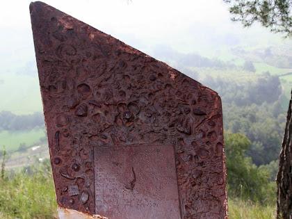Monòlit recordatori de la importància de la fauna fossilitzada i el sistema d'esculls de La Tossa. Autor: Carlos Albacete