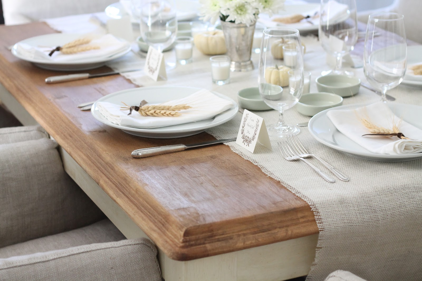 Thanksgiving table setting & Neutral Last Minute Thanksgiving Table Setting and Entertaining Ideas