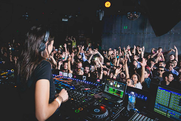 How Many Female DJs Get Booked at Festivals?