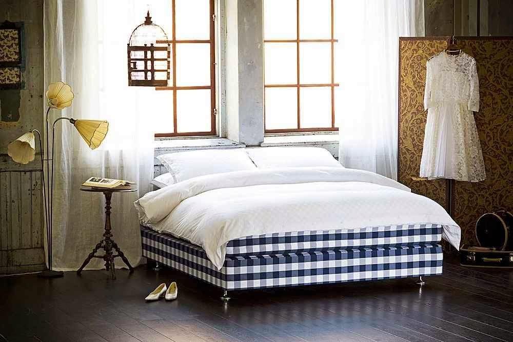 Married with nothing hastens dormir en la mejor cama del - Orientacion cama dormir bien ...