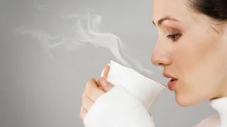 redakan flu dengan minum air hangat