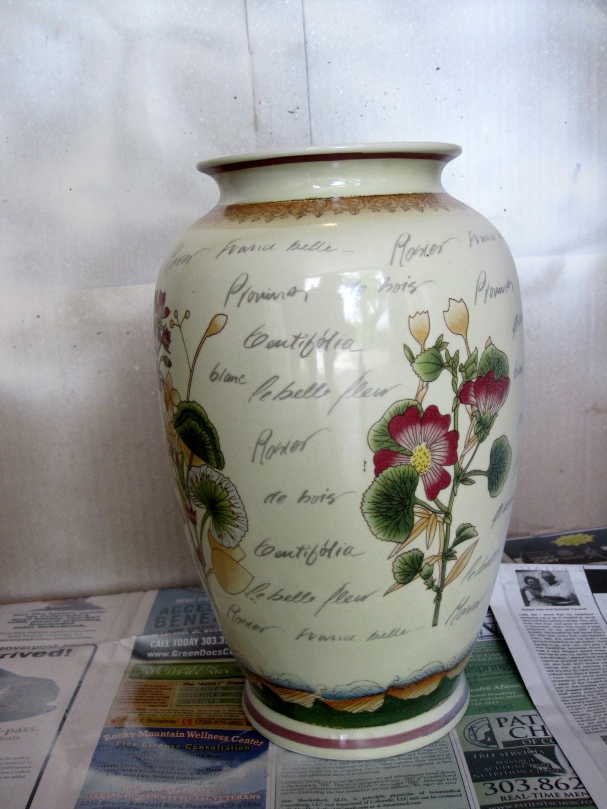 simple details painting glass vases. Black Bedroom Furniture Sets. Home Design Ideas