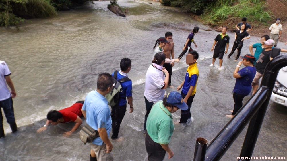 Tabin Wildlife Reserve cleaning up after mud volcano