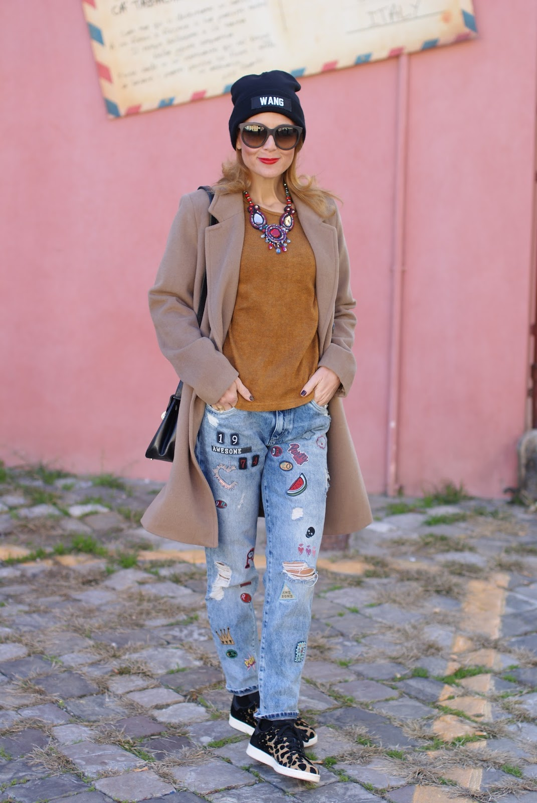 How to wear a camel boyfriend coat, my Kiabi coat, Mismash blouse, Club Les Artists beanie on Fashion and Cookies fashion blog, fashion blogger style