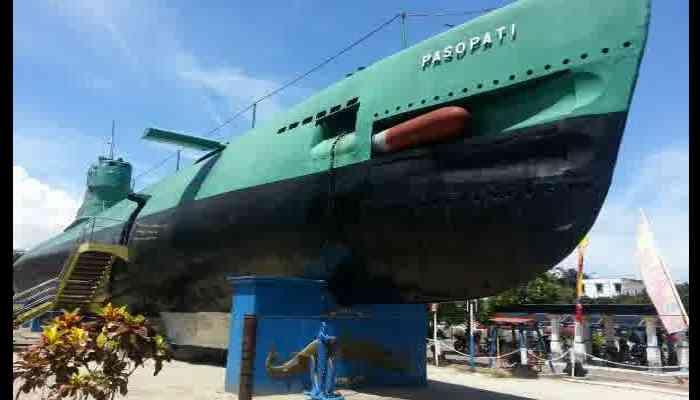 Tempat Wisata Di Surabaya Yang Murah dan Yang Gratis - Monumen Kapal Selam