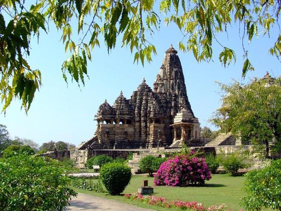 http://1.bp.blogspot.com/-PhcxkWrlEoo/TZ7l1IqpyFI/AAAAAAAABRc/H3YlHLmFBw0/s1600/chitragupta+temple.jpg