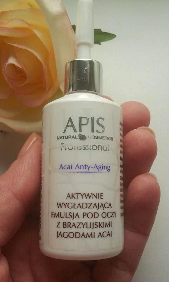 APIS-Acai-Anty-Aging-Aktywnie-wygładzająca-emulsja-pod-oczy-z-brazylijskimi-jagodami-acai-w-mojej-dloni-z-roza