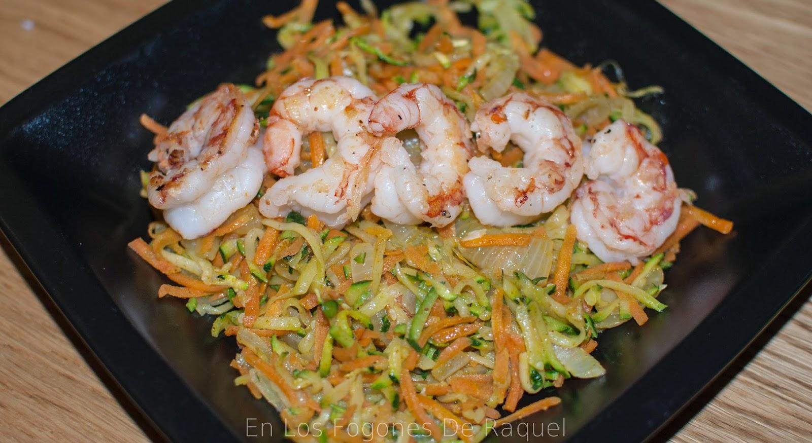 http://enlosfogonesderaquel.blogspot.com.es/2015/01/fideua-de-verduras-al-curry-con.html