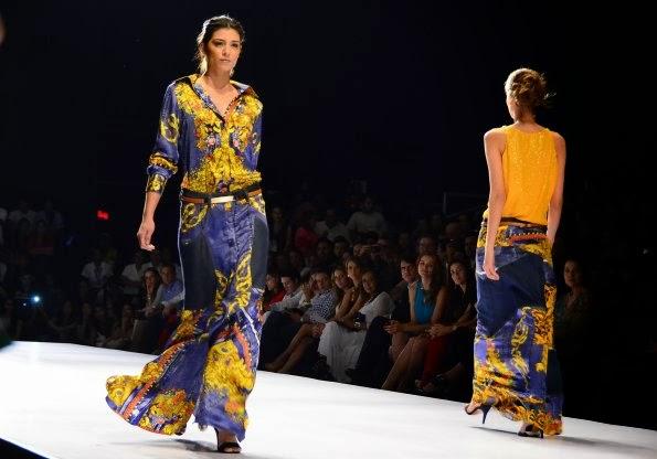 pasarela andrés otálora, andres otalora, fashionblog de cali, blog de moda colombia, desfile de moda, desfile caliexpopshow, exposhow 2013, caliexposhow 2013, fashionshow colombia, colombian fashion, andrés otálora, caliexposhow 2013, moda colombia, moda cali colombia, fashionshow, catwalk, baroque print, fashionblog, fashionblogger cali, fashionblogger colombia, barroco, baroque, gold baroque print, estampado barroco dorado, printed silk, red blue gold, indigo rojo dorado
