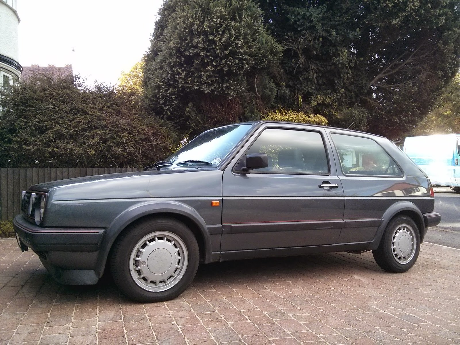 Photo of 1989 VW Golf GTI 16V with OEM standard alloy wheels