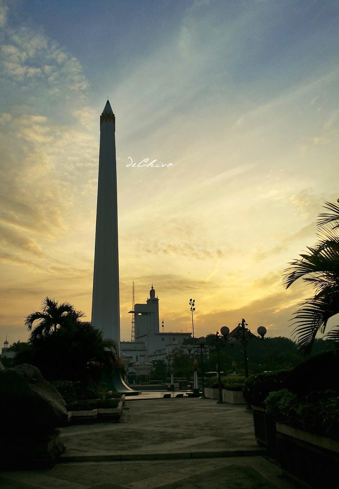 Sunrise di Tugu Pahlawan Surabaya