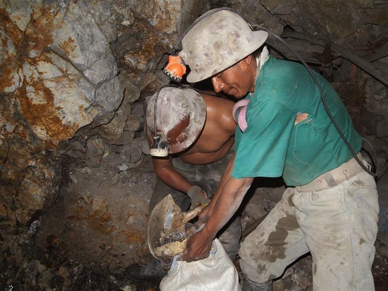 Trabajando en la mina - Potosí
