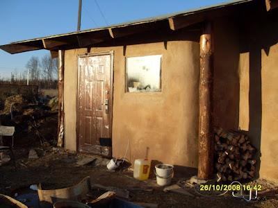 Входная дверь для соломенного дома