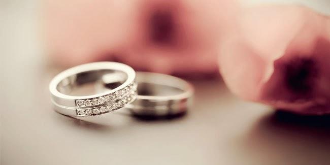 Alasan Mengapa Cincin Pernikahan Dipakai di Jari Manis