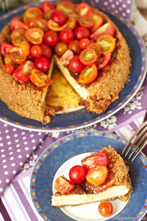 Tarta salada de queso con tomates