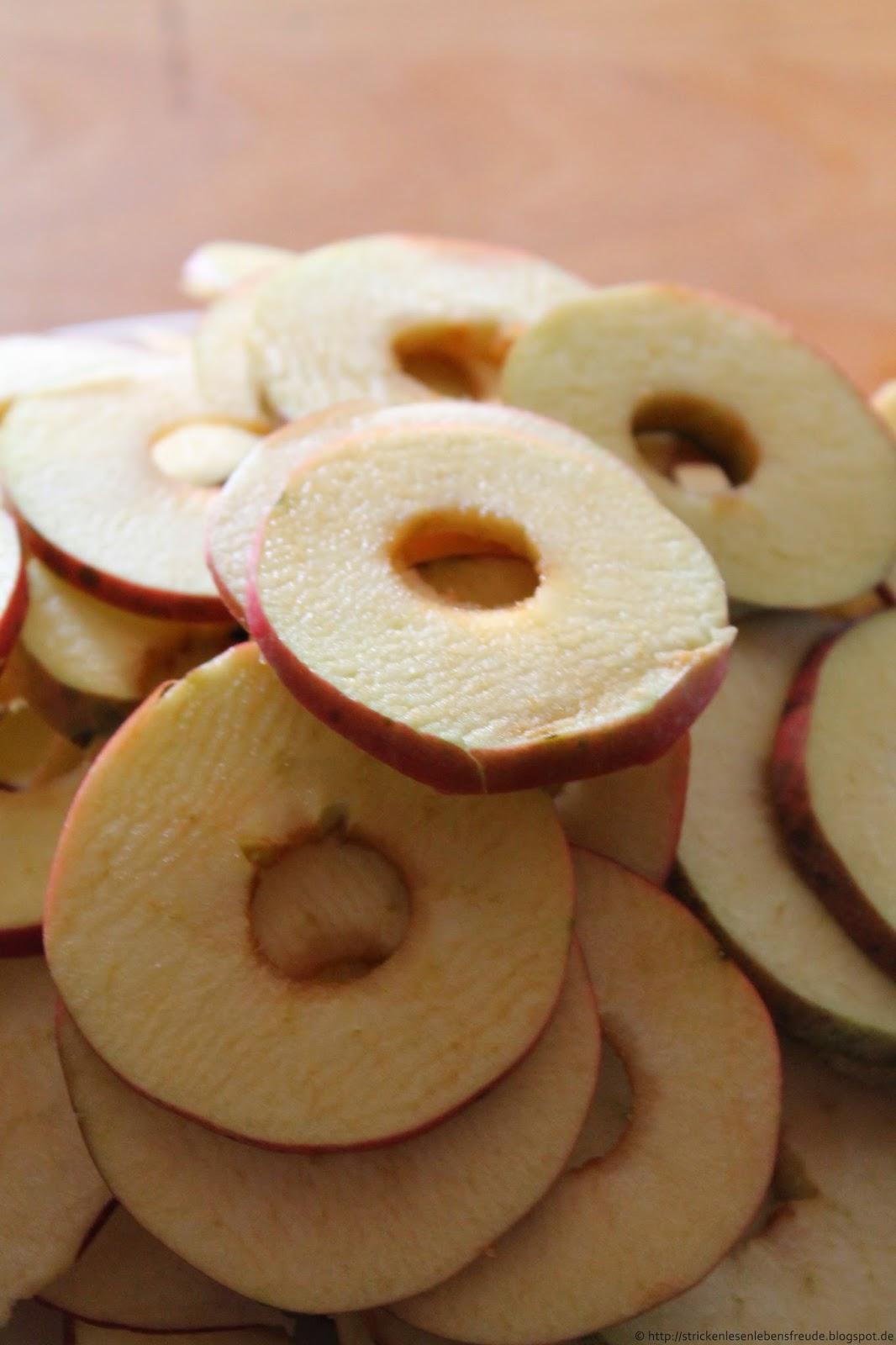stricken lesen lebensfreude getrocknete apfelringe homemade apple chips. Black Bedroom Furniture Sets. Home Design Ideas