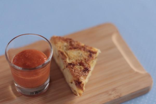tortilla de papas con salsa brava · receta · Ro Guaraz