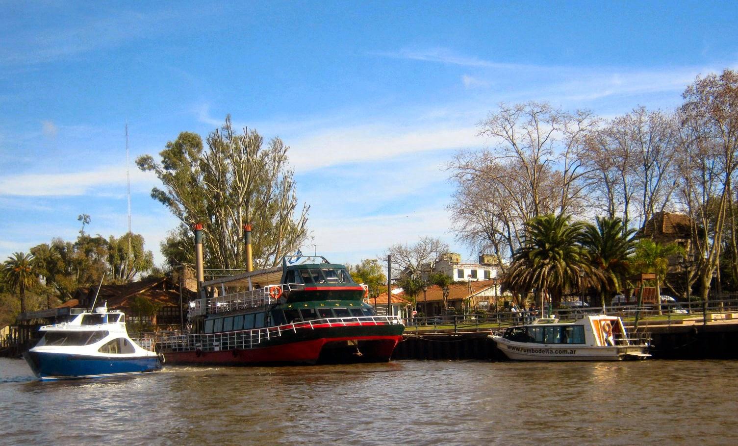 Hidrovia no Delta do Rio Paraná em Tigre, na Argentina: quando um meio de transporte é também uma atração turística.
