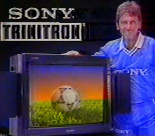 Propaganda da Sony para anunciar a TV de 29 polegadas em 1991. O jogador de futebol Zico foi o garoto propaganda.