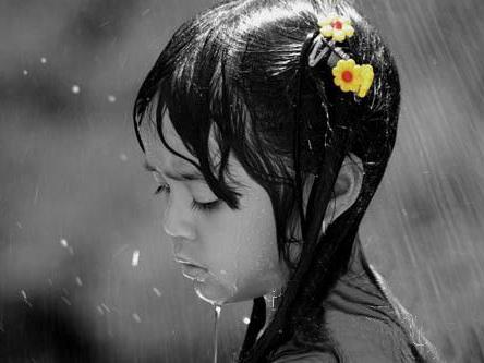 Kišni dan - Page 3 Girl_in_the_rain_flower_yellow_sad