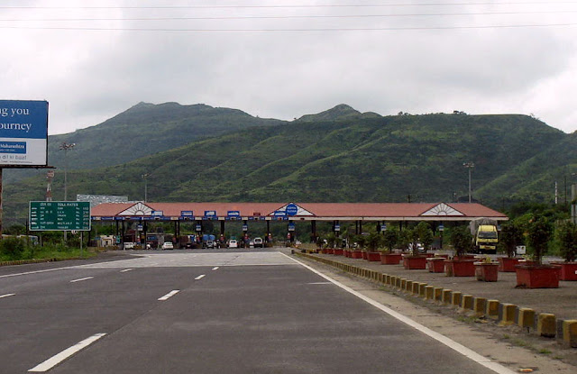 toll plaza on the Mumbai Pune Expressway