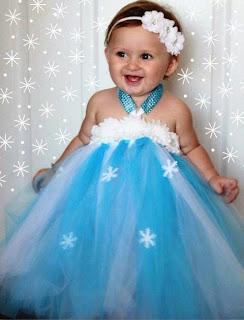 Gambar bayi lucu pakai baju elsa frozen