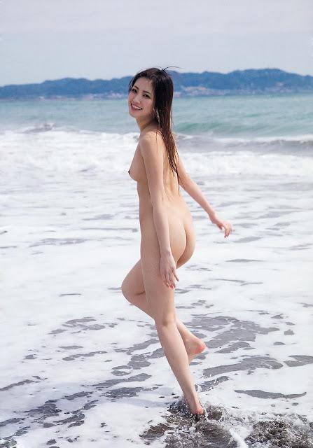 Momotani Erika 桃谷エリカ Photos 02