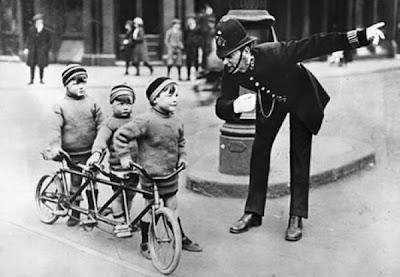 mellizos gemelos trillizos crianza múltiples bici bicicleta seguridad cascos