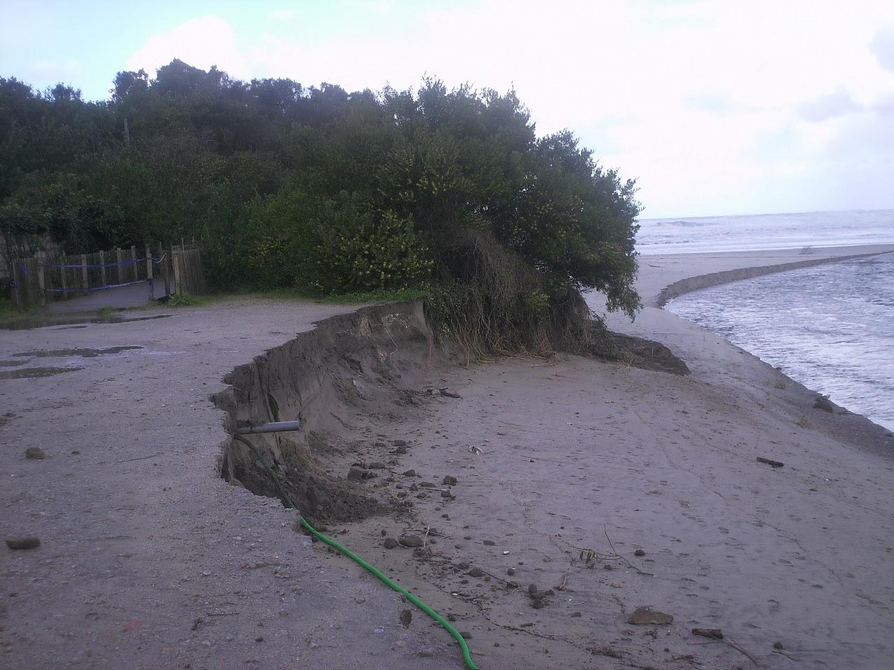 """imagem de areia """"comida"""" na nova foz do rio ancora"""